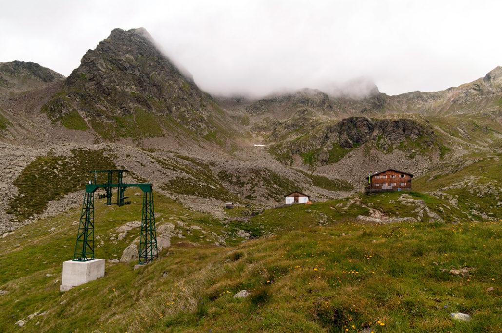 Die Seilbahn versorgt die Tiefrastenhütte vor der Kempspitze mit Vorräten