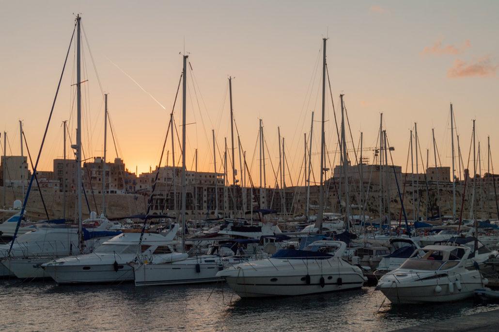 Segeln um Malta ankern im Hafen Valletta